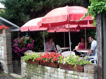 Eat & Drink outdoors at Prince of Wales Pub Oatlands Village, between Weybridge and Walton On Thames Surrey